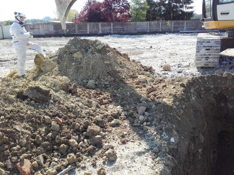 Recherche de matériaux amiantés dans les remblais